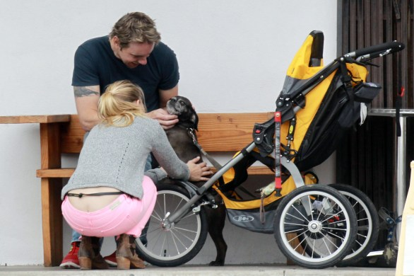 kristen_bell_butt_crack_while_taking_a_bike_ride_in_la_hq_08